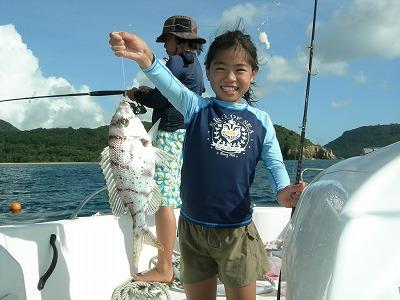 西表島でシロダイ釣り上げ
