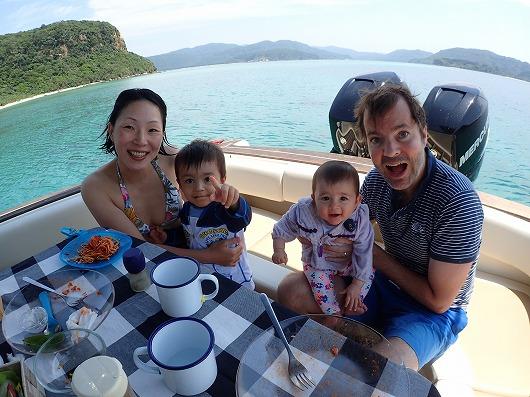 西表島で貸切ボートチャーターのメラマウリゾートならベビーシッター役もお任せください!
