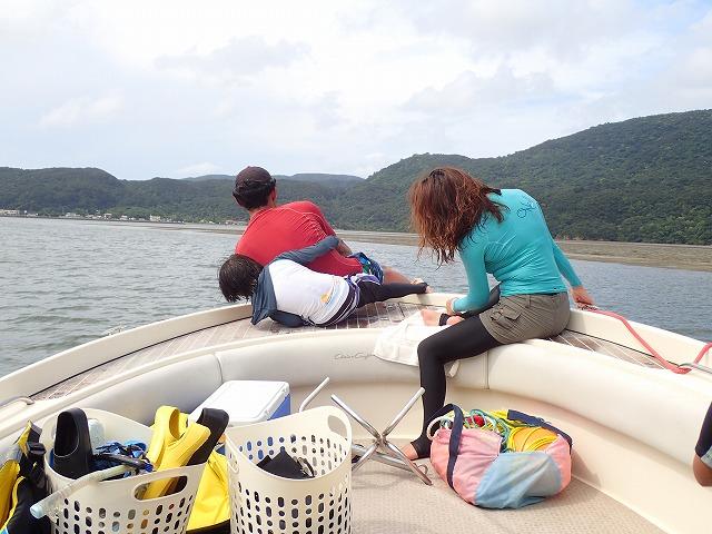 石垣島より貸切ボートチャーターシュノーケリング&釣り日帰りツアーin奥西表島