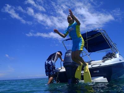 はるかちゃん西表島の海へジャンプ!