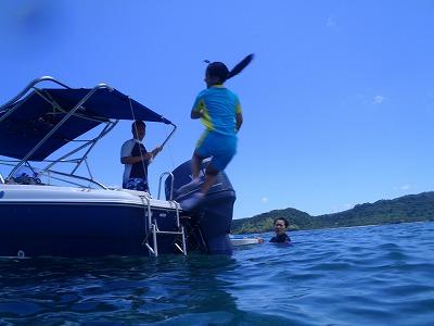 西表島の海へ回転ジャンプ!