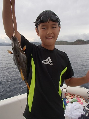 西表島で釣りまくりの皆さんとボートチャーターの貸切ツアー