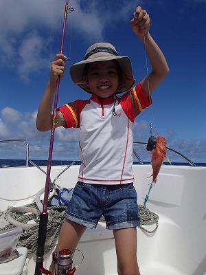 笑顔はじける姉弟の西表島貸切ボートチャーターツアー