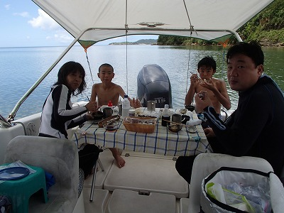 リョウガ君とハヤテ君と西表島で貸切のプライベートシュノーケリング&釣りツアー