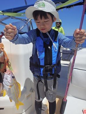 やっぱりシティーボーイのリー君と貸切ボートシュノーケリングで西表島巨大カメツアー!