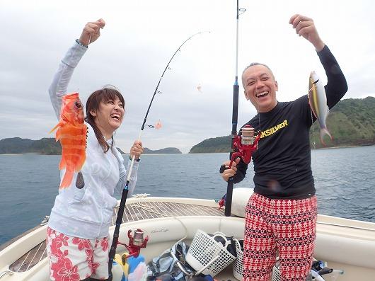 釣りの後は今年から船に積んでいるスタンドアップパドルボード(サップ)で遊びます。