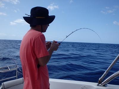 西表島10年以上のリピーターさんと貸切ボートチャーターで釣りまくりグルメツアー
